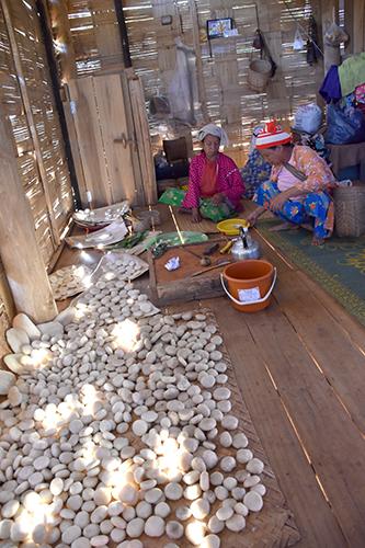 ラフ族のお正月(1)お餅つき