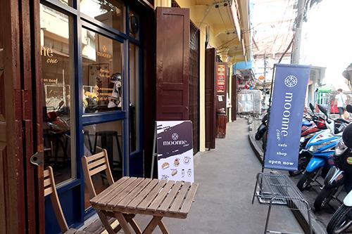 ワローロット市場のカフェ、Moonne